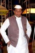 Митхун Чакраборти в индийской пилотке и жилетке